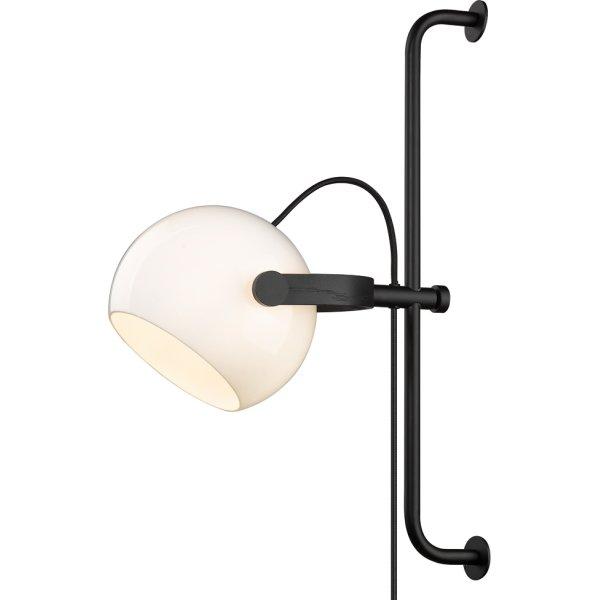 D.C væglampe på bøjle, Ø 18 cm, Opal/Eg